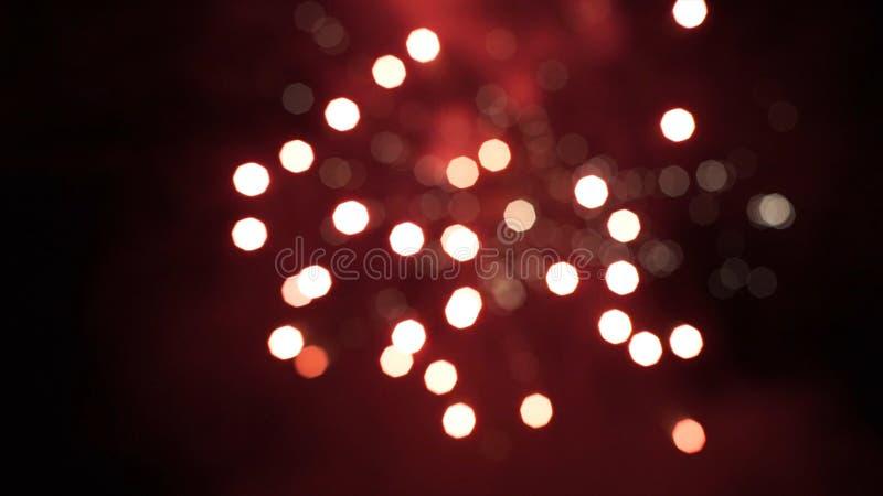 firework Fogo de artifício brilhante comemorativo em um céu noturno Fogos-de-artifício no céu noturno de Moscou colorido fotografia de stock