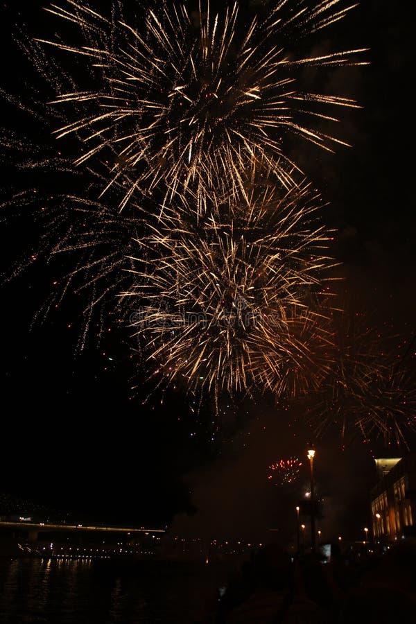 Fireworks et témoins. Bienvenue à Moscou image libre de droits