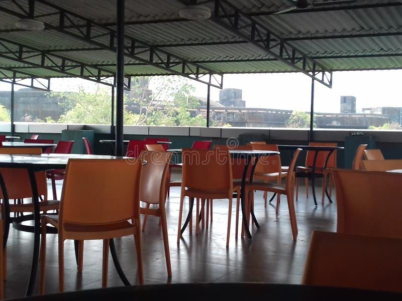 Firma bufet z wiele stołami i pustymi siedzeniami obrazy royalty free