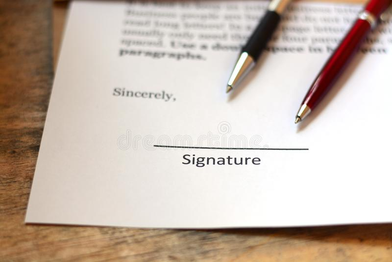 Firma con la penna fotografia stock libera da diritti