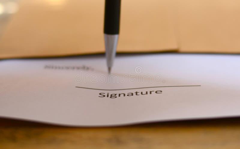 Firma con la penna fotografie stock libere da diritti