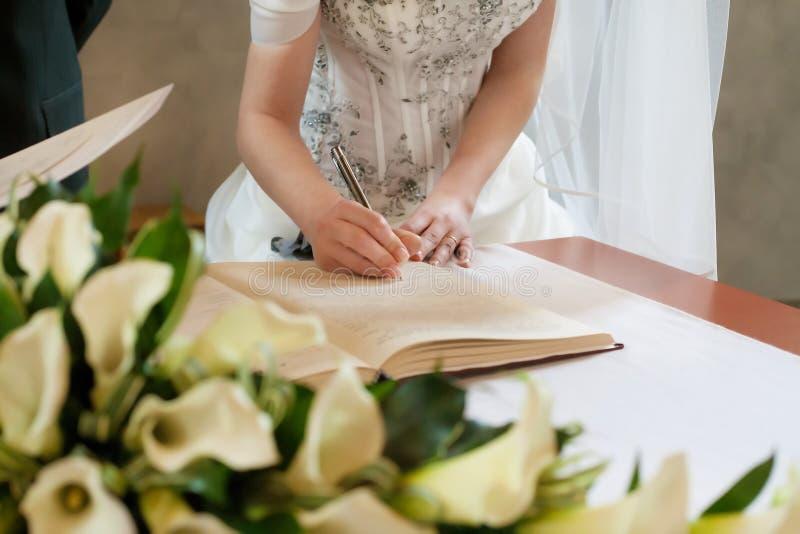 Firma de la boda fotos de archivo libres de regalías