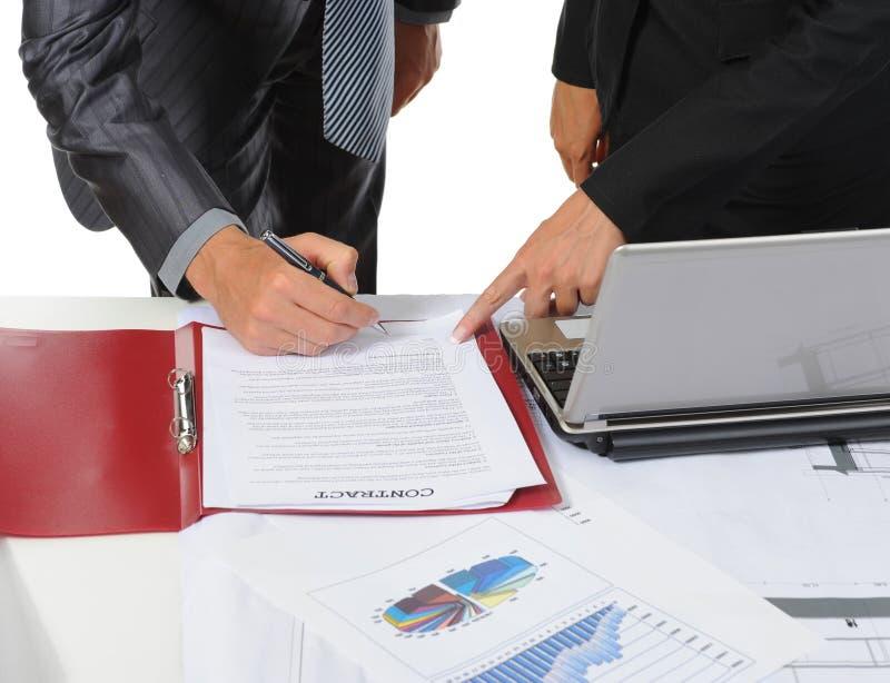 Firma de los socios del documento fotografía de archivo