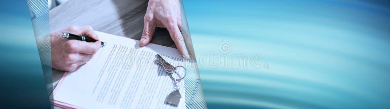 Firma di contratto del bene immobile (testo di lorem ipsum usato); insegna panoramica fotografia stock libera da diritti