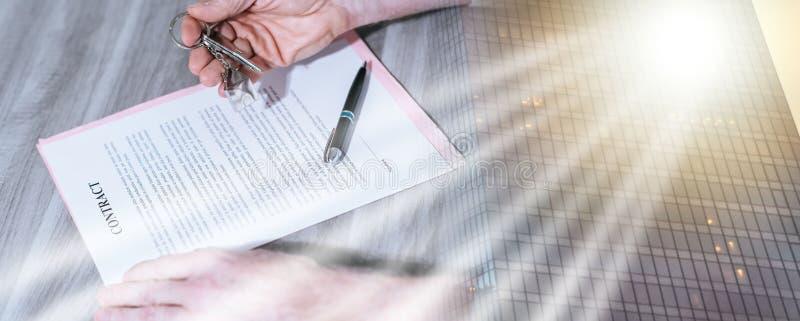 Firma di contratto del bene immobile (testo di lorem ipsum usato); multiplo fotografia stock