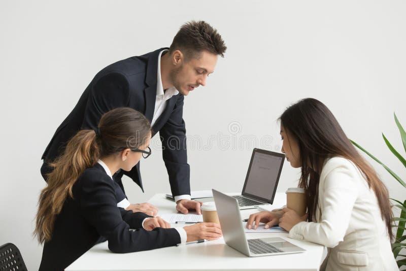 Firma pracownicy brainstorming podczas spotkani rady fotografia stock