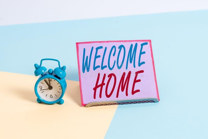 Firma testo che mostra la home page di benvenuto Espressione di foto concettuali: saluto ai nuovi proprietari Domicile Doormat En immagini stock