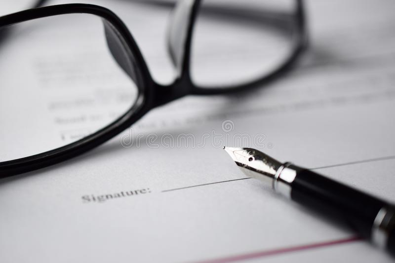 Firma una forma immagine stock