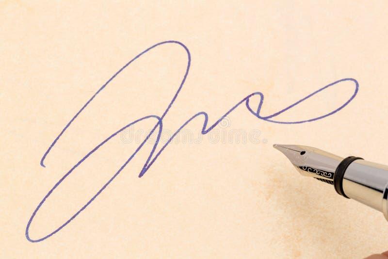 Firma y pluma imagen de archivo libre de regalías