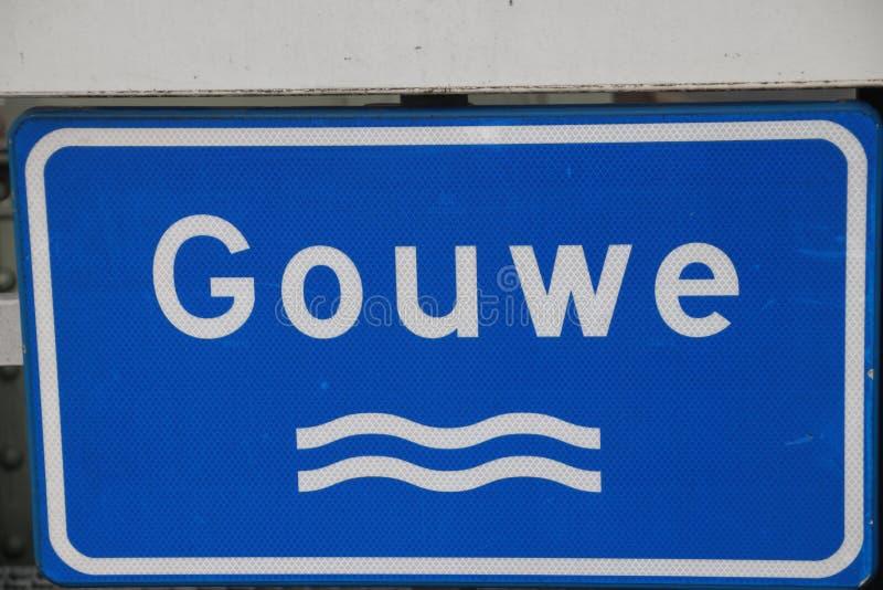 firme adentro los Países Bajos para marcar un río, en esta imagen el riv imagenes de archivo