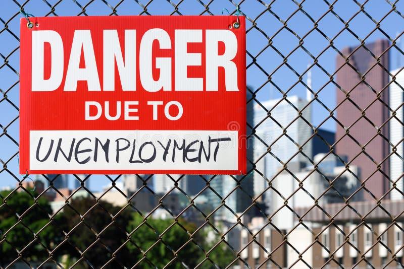 Firme el peligro debido a la ejecución del desempleo en la cerca fotografía de archivo libre de regalías