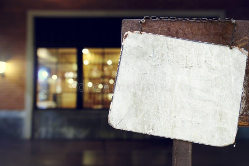 Firme la ejecución fuera de un restaurante, de una tienda, de una oficina o de otra foto de archivo libre de regalías
