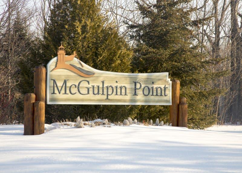 Firme para el faro del punto de McGulpin, ciudad de Mackinac, Michigan en w imagen de archivo