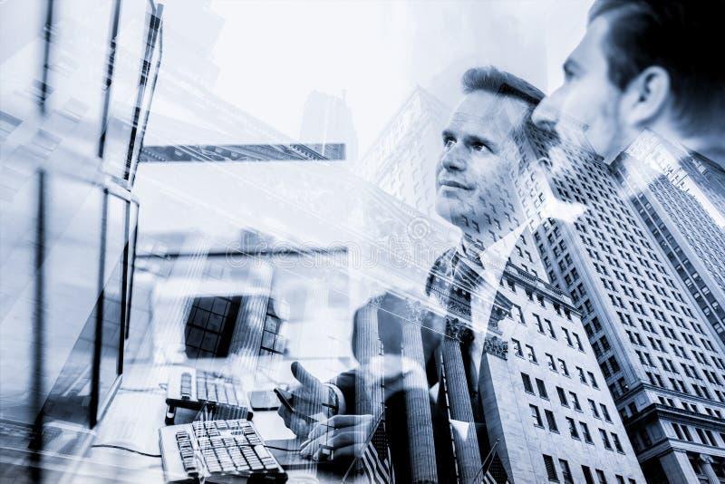 Firmenkundengesch?ft, Finanzierung, B?rse und Collage conceptul des wirtschaftlichen Wohlstands Wall Street Vermittler und Reicht stockbild