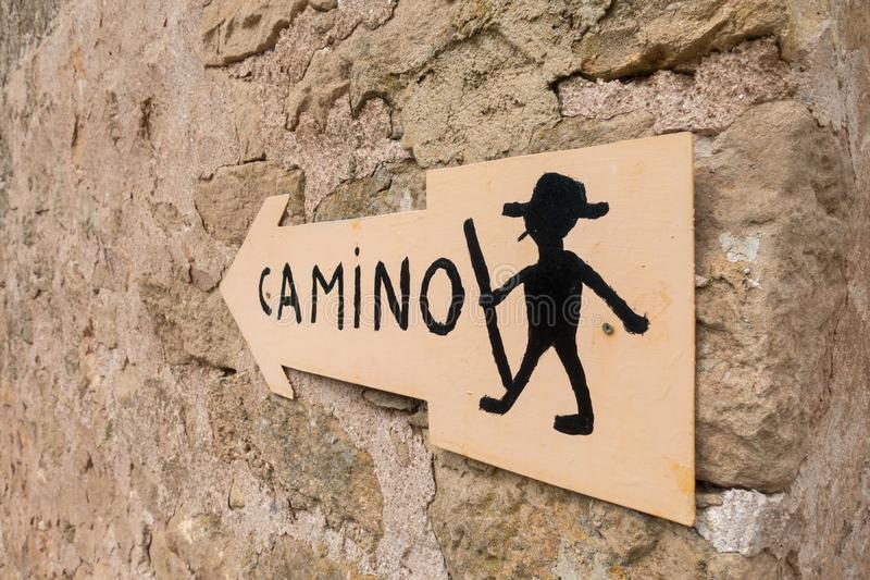 Firmi per seguire la strada a Santiago in Navarra immagini stock