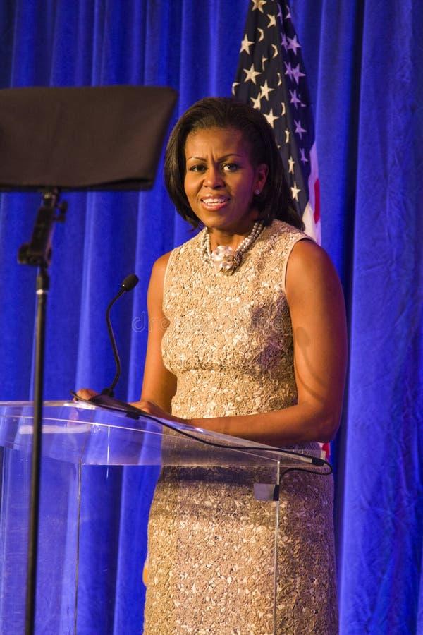 First Lady Michelle Obama, die eine Rede gibt stockbild