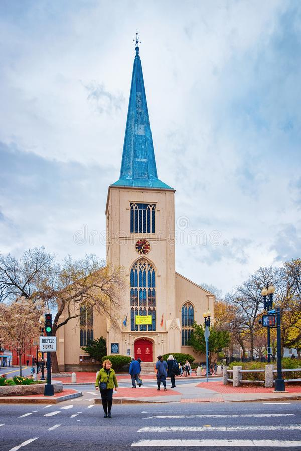 First Parish Church in Harvard Square with tourists in Cambridge royalty free stock photos