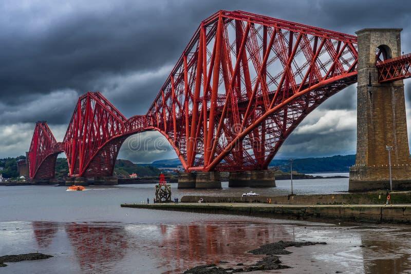 Firth Naprzód Kolejowy most Blisko Edynburg w Szkocja zdjęcia stock