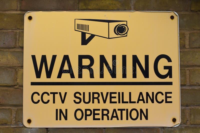 Fiscalização do CCTV do sinal de aviso imagem de stock royalty free