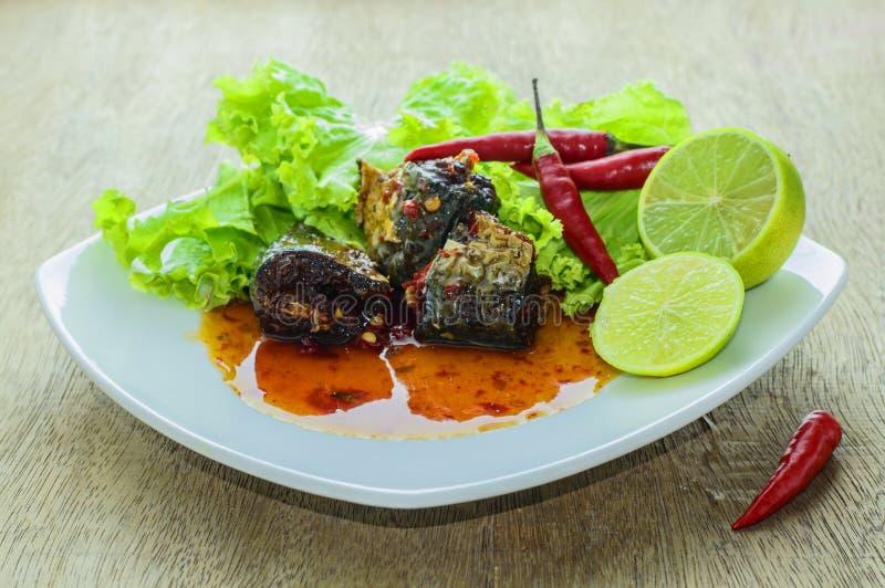 Fische mit Chili Sauce lizenzfreie stockfotografie