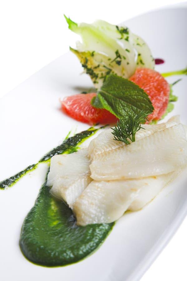 Fische mit Gemüse stockbilder
