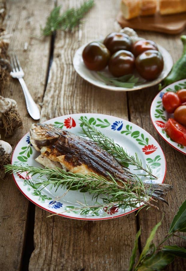 Fische und Gemüse lizenzfreies stockfoto