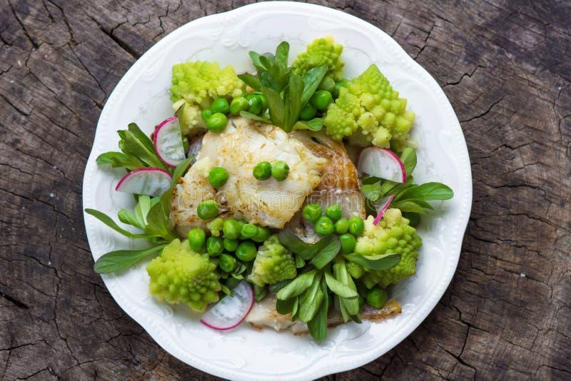 Fische und Gemüse stockfotografie