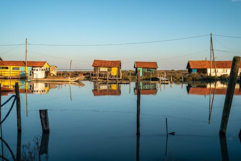 Fischenhütten auf der Atlantikküste von Frankreich stockbild