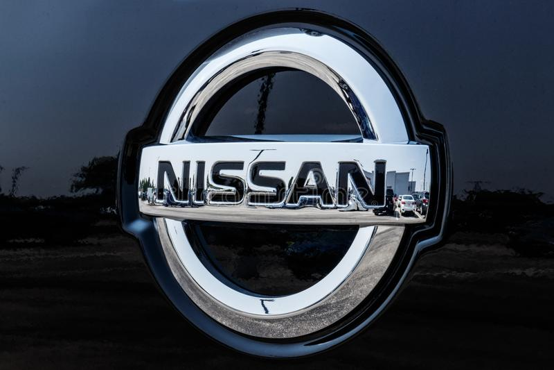 Fischer - circa im August 2018: Logo und Signage von Nissan Car und VON SUV-Verkaufsstelle Nissan ist ein Teil Renault Nissan All stockbilder