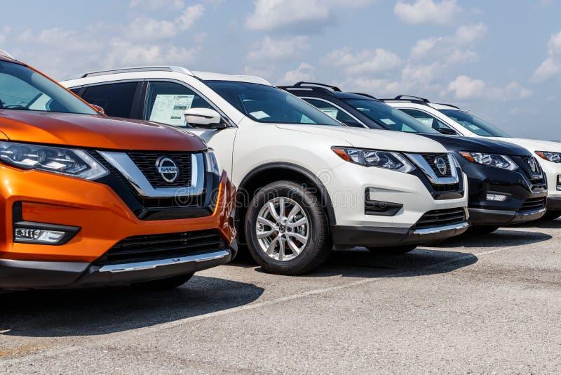 Fischer - circa im August 2018: Neue Fahrzeuge an Nissan Car und AN EINER SUV-Verkaufsstelle Nissan ist ein Teil Renault Nissan A lizenzfreie stockfotos