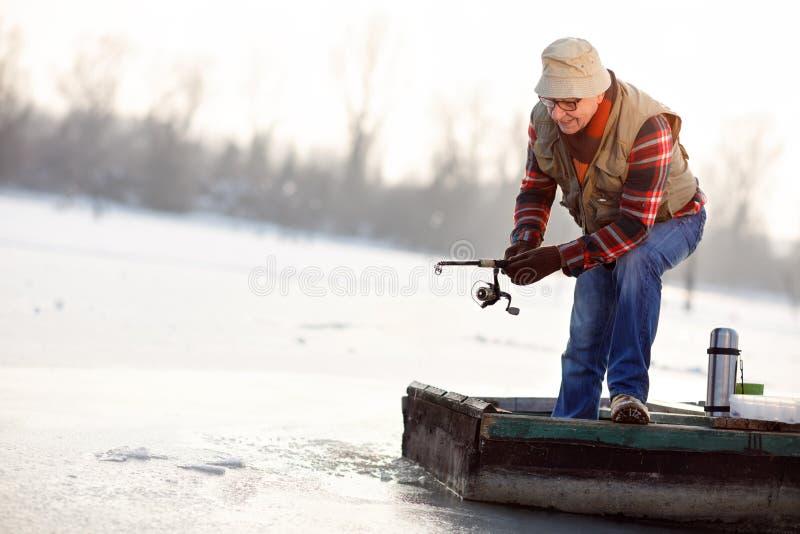 Fischer, der Fang hochzieht stockbilder