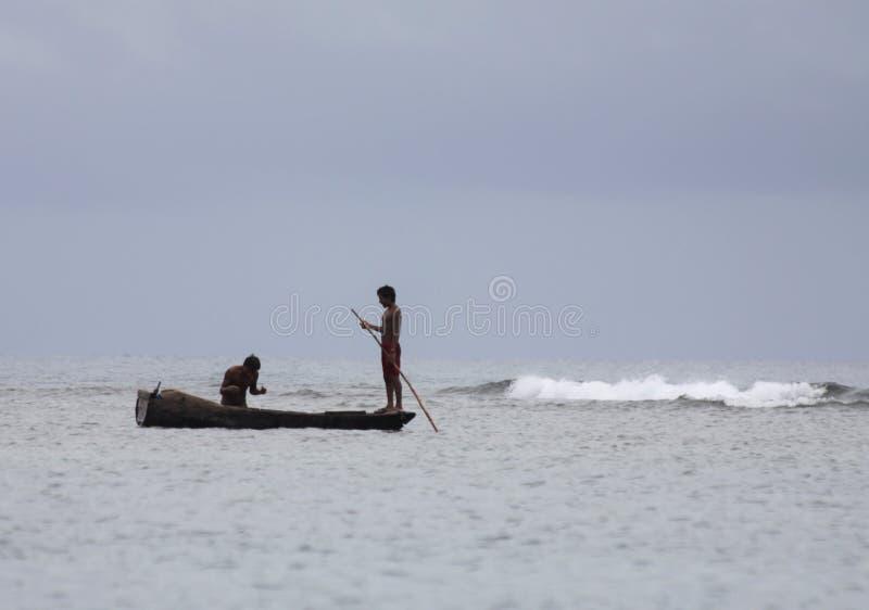 Fischer Guna Yala in Meer stockbilder