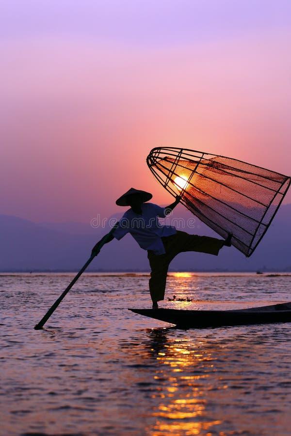 Fischer im Inle See stockbild