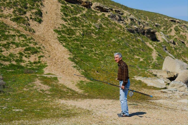 Fischer mit einer Stange lizenzfreies stockfoto