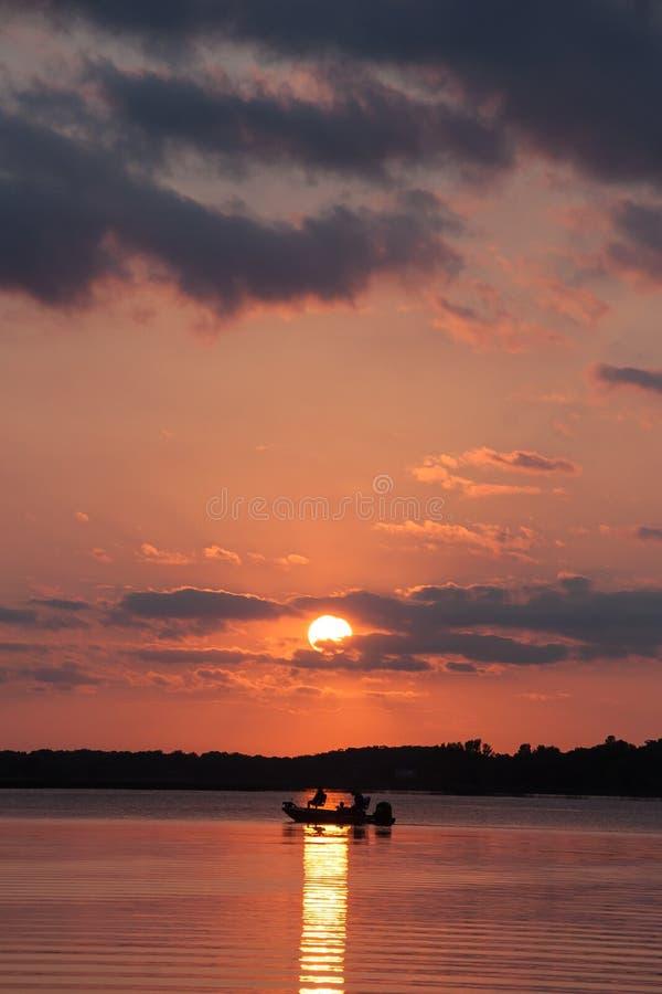 Fischer am Sonnenuntergang stockfotos