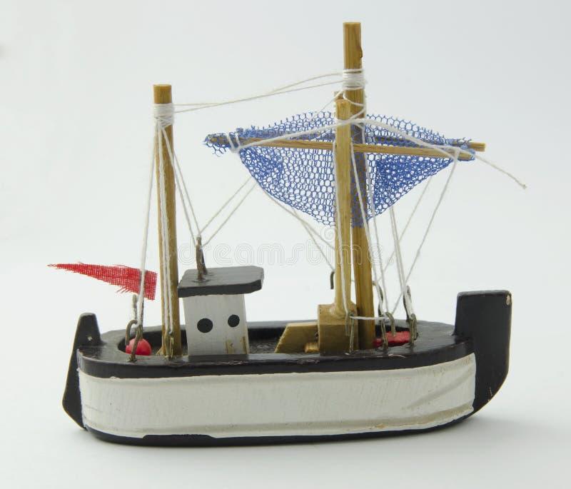 Fischerboot des hölzernen Spielzeugs lizenzfreie stockfotos