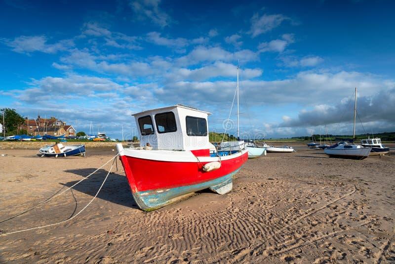 Fischerboote bei Alnmouth lizenzfreies stockbild
