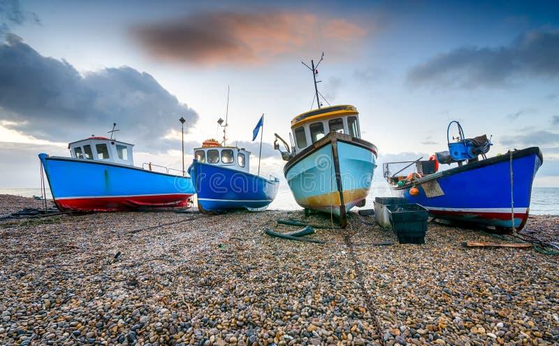 Fischerboote am Bier in Devon stockbilder
