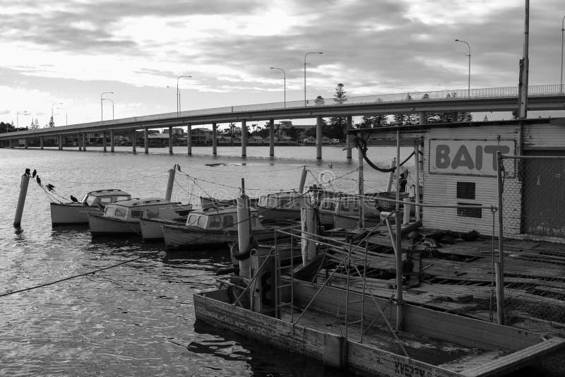 Fischerboote der malerischen kleinen hölzernen Weinlese lizenzfreie stockbilder