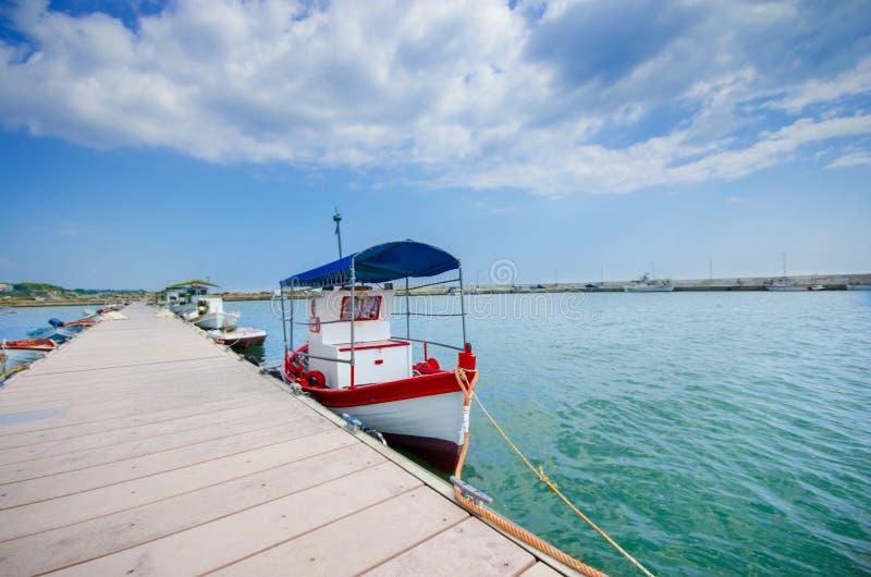 Fischerboote in einem Hafen lizenzfreie stockfotografie