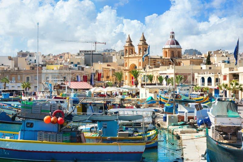 Fischerboote in Marsaxlokk-Hafen malta stockbild