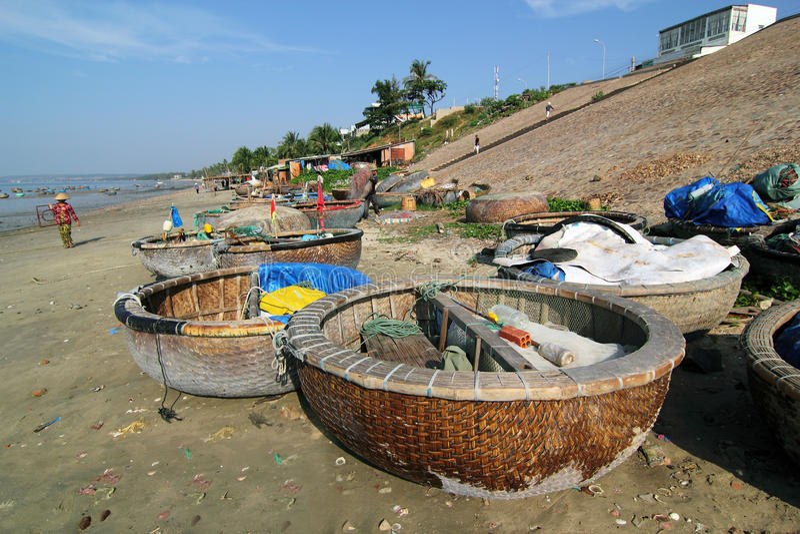 Fischerboote an Mui Ne, Vietnam lizenzfreies stockfoto
