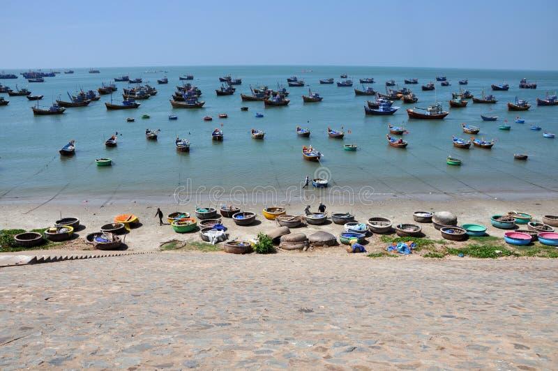 Fischerboote in Mui Ne, Vietnam stockfoto