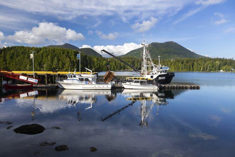 Fischerboote in Ucluelet-Hafen auf Vancouver Island, Britisch-Columbia Kanada lizenzfreies stockfoto