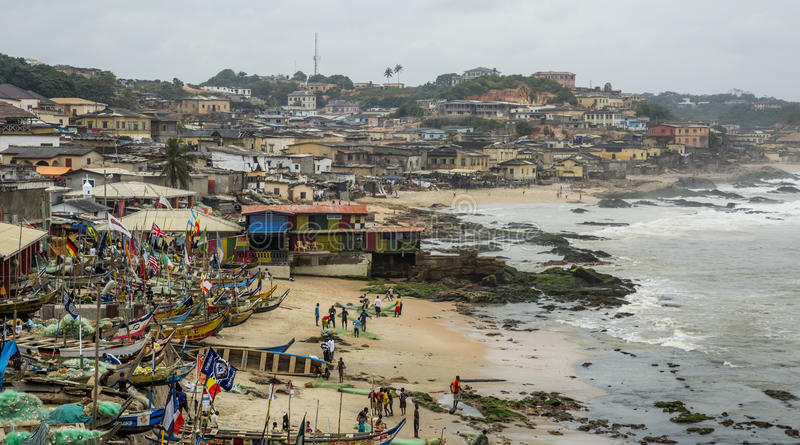 Fischerdorf in Ghana lizenzfreies stockbild