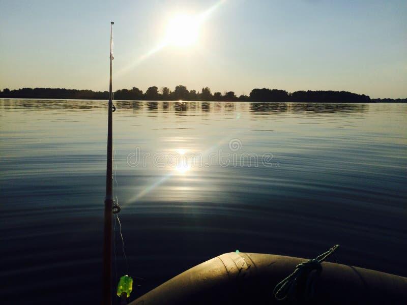 Fischerei auf dem Fluss lizenzfreies stockbild