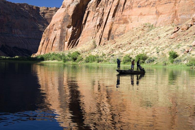 Fischerei auf dem Kolorado-Fluss, Arizona lizenzfreie stockbilder