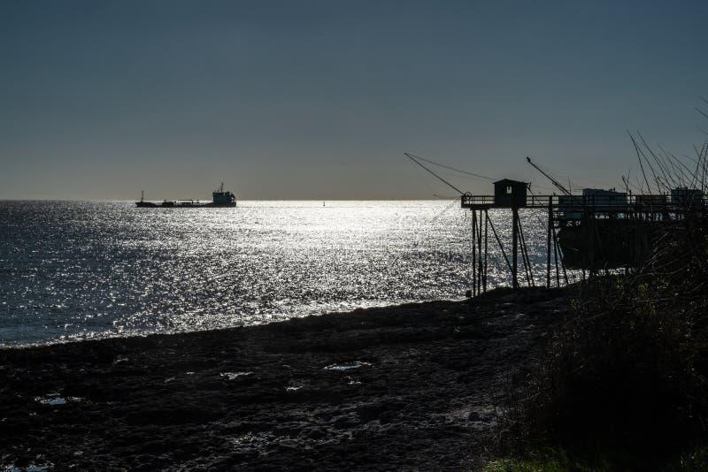 Fischerei auf der Atlantikk?ste von Frankreich lizenzfreie stockfotos