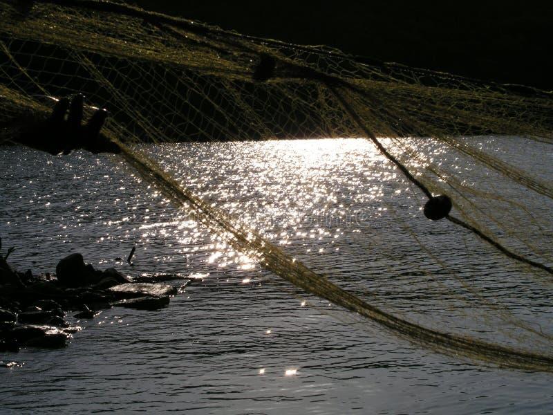 Fischerei an der Dämmerung lizenzfreies stockfoto