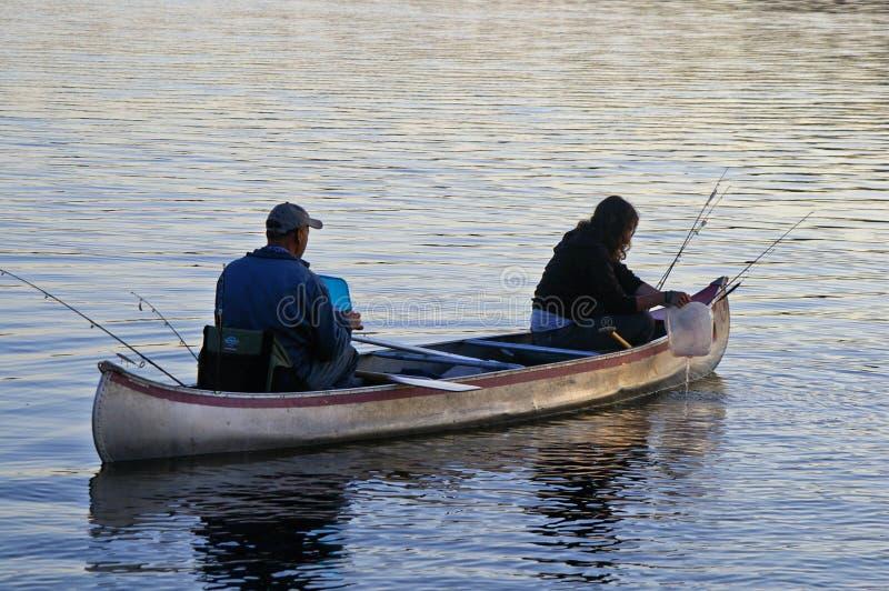 Fischerei im Grenzgewässer-Kanu-Bereich stockbilder